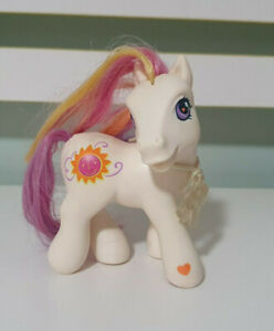 MY LITTLE PONY MLP SUNNY DAZE WITH PONY CHARM