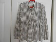 BANANA REPUBLIC SILK COLLARLESS NAVY AND WHITE INITIAL PRINT BLOUSE