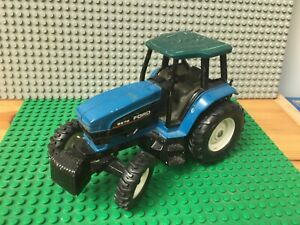 Ertl Ford 8670 New Holland Tractor 1:32 Diecast Toy