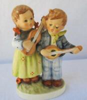 M I Hummel Goebel HAPPY DAYS Porcelain Figurine Germany Mold 150 TMK 6