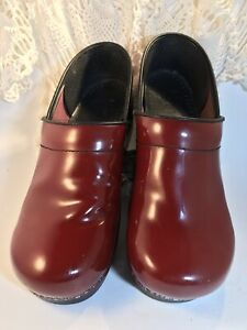 Dansko Clogs EUR 40 US 9 Dark Red Patent Leather Shoes Stapled Professional