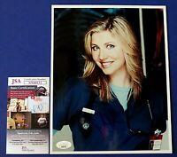 SARAH CHALKE SIGNED 8x10 PHOTO ~ SCRUBS Dr. Elliott Reid ~ JSA COA NN60152