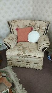 Vintage cottage traditional style 3 Piece Suite two chairs & three seater sofa
