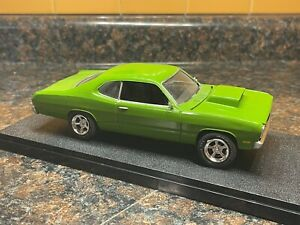 GREEN 1972 PLYMOUTH DUSTER 1:25 MODEL KIT ADULT BUILT WITH DISPLAY CASE