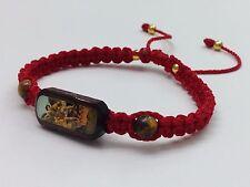 pulsera de san miguel arcángel tejida con hilo rojo cuentas color oro
