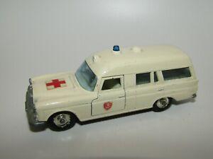 Matchbox King Size No 6 Mercedes Benz Binz Ambulance Cream Excellent UB