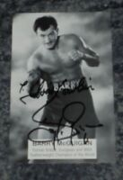 BARRY MCGUIGAN- BOXING CHAMPION   -POSTCARD  PHOTO  SIGNED -DEDICATED .