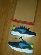 BOYS NIKE LD VICTORY TRAINERS SIZE 3.5