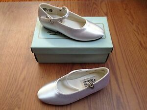 Special Occasions By Saugus Shoe White Satin Silk Sz 9.5 Girls Heels Pumps NIB