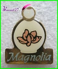 Pin's badges Pin Parfum MAGNOLIA YR Yves Rocher #1507