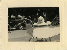 PHOTO ANCIENNE - VINTAGE SNAPSHOT - ENFANT LANDAU VOITURE DRÔLE -CHILD CAR FUNNY