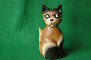 SMALL CARVING OF A SITTING CAT IN STAINED AND PAINTED WOOD #2