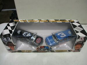 1995 Brookfield Collectors Guild Dale Earnhardt and Richard Petty Suburbans