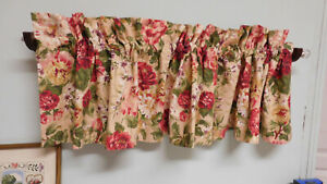 Vintage Constance by Ralph Lauren-Lovely Red Floral Straight Valance-Lined