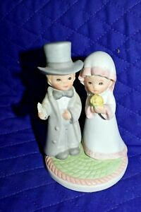 Estate:1983 Lefton Cake Topper, Figurine, Bride and Groom Christopher collection