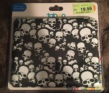 "Tabeo 8"" Black & White Skulls Case"
