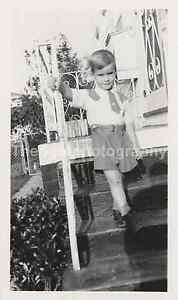 Vintage FOUND PHOTOGRAPH bw FREE SHIPPING Family Snapshot 712-1