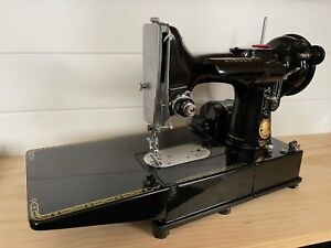 Singer 222k vintage sewing machine near mint condition