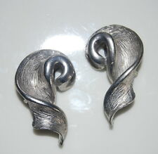 BOLD VINTAGE 1980'S MADE IN USA BRUTALIST STYLE SILVER TONED METAL CLIP EARRINGS