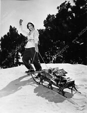 8b20-0476 Maureen O'Sullivan hauls Christmas presents through snow on sled 8b20-