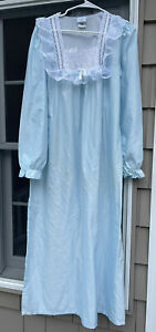 Vintage Gilligan and O'Malley Womens' Full Length Prairie Blue Nightgown Large