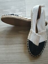 OLD NAVY BLACK AND WHITE GIRLS ESPADRILLE CANVAS FLAT SHOES - SIZE 1