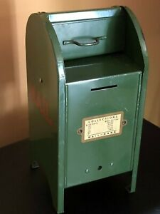 ~ VINTAGE ~ US MADE ~ ARMY GREEN BANK MAILBOX ~ 1950'S ~ EXCELLENT WITH KEY ~