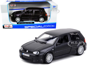 VOLKSWAGEN GOLF R32 MATT BLACK 1/24 DIECAST MODEL CAR BY MAISTO 31290