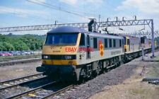 PHOTO  CLASS 90 LOCO 90132 & 2 X 92S AT TRING 14.21. DOWN FREIGHT. 24.6.98