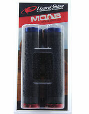 LIZARD SKINS MOAB LOCK-ON MTB HANDLEBAR GRIPS, BLACK W/ BLUE/RED CLAMPS