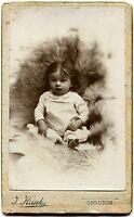 Cdv. Baby im Fellsessel, Orig.-Photo um 1900
