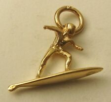 SOLID 9K  9ct YELLOW GOLD 3D SURFER ON SURF BOARD BEACH SPORT CHARM/PENDANT