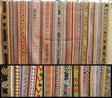 Superbe tapis avec décoration géométrique  => 1.90 x 1,90 (14b)