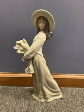 Nao by Lladro Woman with Wheat 1982 Daisa
