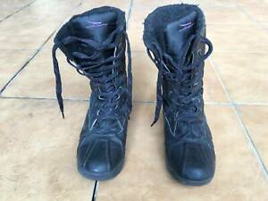 Black ladies thermo snow cuff boots lace tie Ten TEX reflect Worn Used Preloved