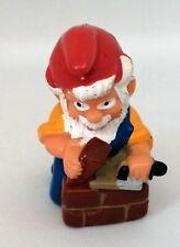 Figurine Ferrero Kinder - Nain de Jardin Gnome maçon