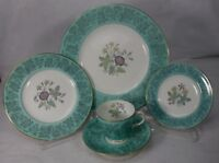 WEDGWOOD china WILDFLOWER GREEN wd3999 pattern 5-Piece PLATE SETTING