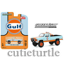 Greenlight 1982 GMC K-2500 Custom 4x4 Pick Up Truck 1:64 Gulf 51334