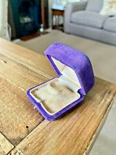 VINTAGE VELVET RING BOX. VINTAGE JEWELRY BOX. ANTIQUE JEWELLERY BOX