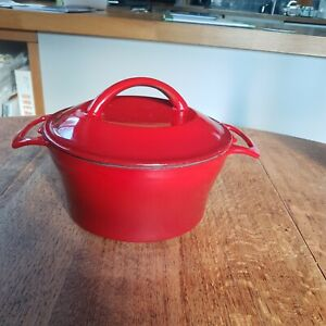 Cast iron casserole dish pot red with lid approx 8 inches, oven dish