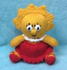 KNITTING PATTERN - Lisa Simpson inspired chocolate orange cover / 15 cms toy
