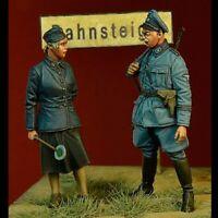 1/35 Resin WWII German Reichsbahn Personnel 2 Figures Unpainted Unbuild BL509