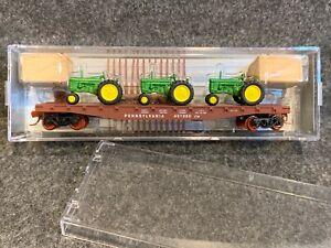 N Scale NSE MTL 16-196 PRR Flat Car w/ 3 John Deere Tractors Pennsylvania 491980