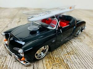 JADA TOYS 1/24 SCALE 1959 VW VOLKSWAGEN KARMANN GHIA CONVERTIBLE CAR & SURFBOARD
