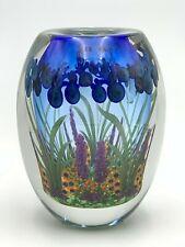 "1999 CHRIS HEILMAN ""IRIS GARDEN"" HANDBLOWN STUDIO ART GLASS 8"" VASE ~ MINT"