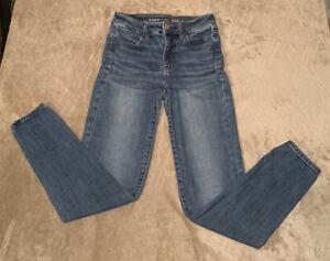 American Eagle High Rise Jegging size 2 Medium Wash Jeans