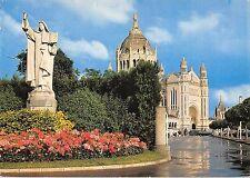 BR54380 Liseux la statue de sainte therese et la basilique france