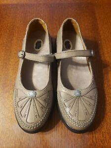 Womens Dr. Comfort Shoe Size 6.5