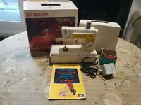 SINGER LITTLE TOUCH & SEW SEWING MACHINE MODEL 67-A -23 with original BOX NICE