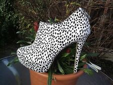 ANIMAL PRINT PLATFORM ANKLE BOOTS SIZE 6.WORN ONCE.